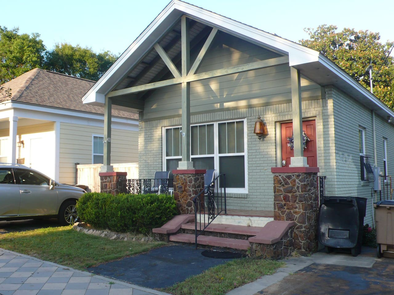 Charming Full Home with 2 Bedrooms\2 Baths
