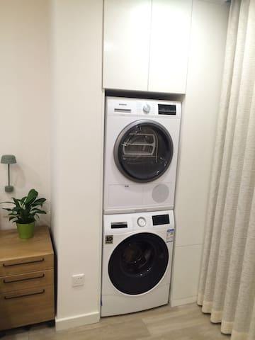 干衣机和洗衣机均可方便使用,为旅客的洗换衣物带来无限方便