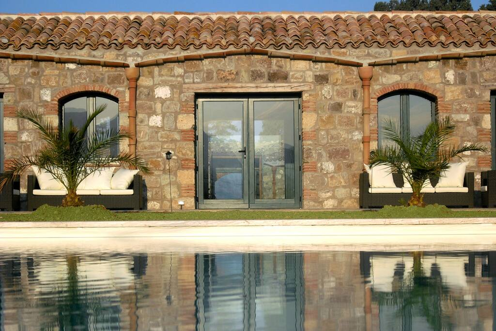 Standard room chambres d 39 h tes louer campofelice di roccella sicile italie - Chambre d hote italie ...