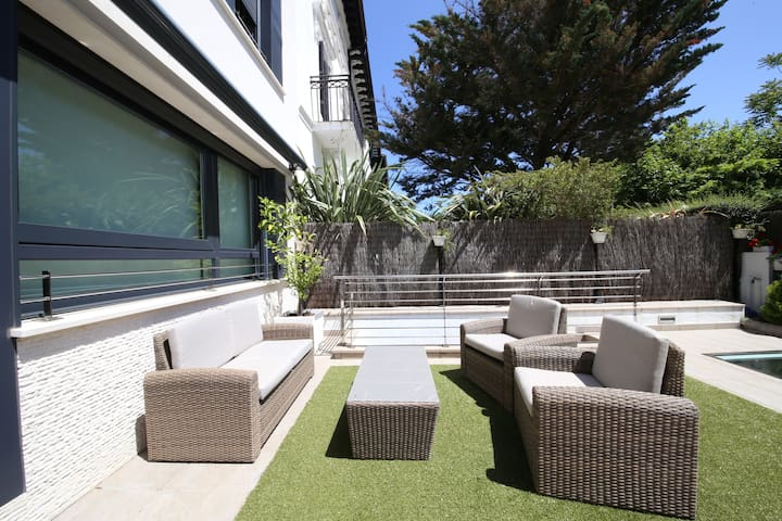 Exclusive design Villa 50 meters from beach+GARAGE