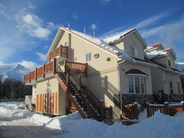 Beautiful suite minutes from ski hill - Fernie - Apartamento