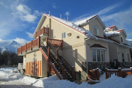 Beautiful suite minutes from ski hill - Fernie - Apartment