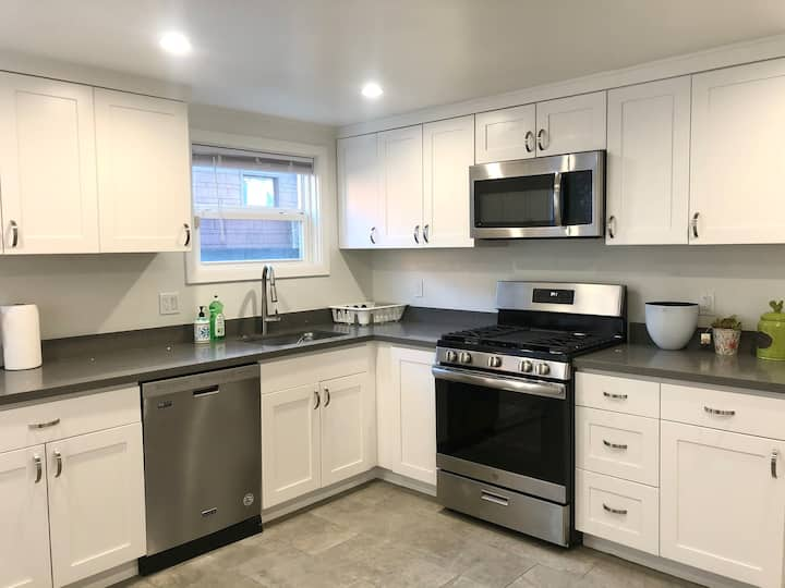 Newly remodeled unit w/ new furniture by SFO