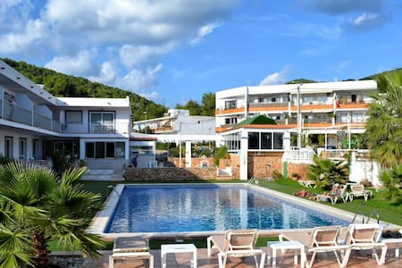 2 bedroom apartment overlooking the pool