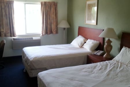 Riverwalk Inn Hotel Room 108 - 2 Double Beds - Fort Atkinson - Annat
