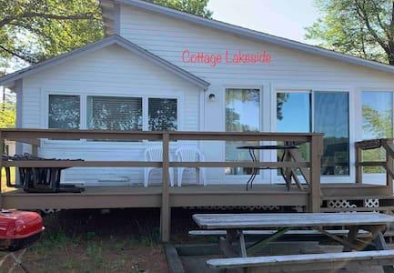 Quaint rustic vintage waterfront cottage w/dock