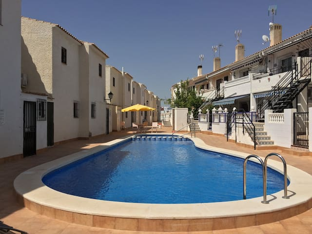 Entire House - Walk to beach, bars and restaurants