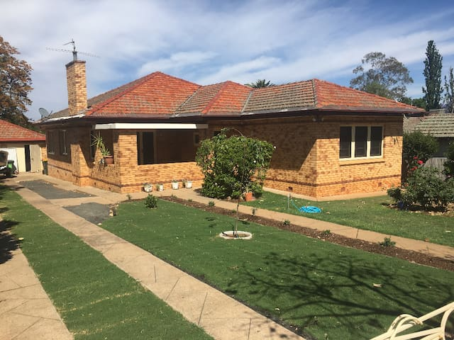 Leafy Family Home in the heart of Tamworth