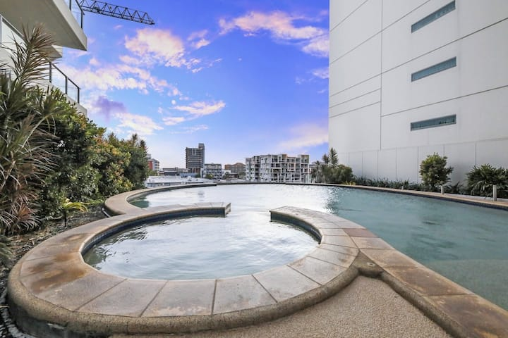 Studio on Knuckey CBD Pool, Gym, Parking & Views