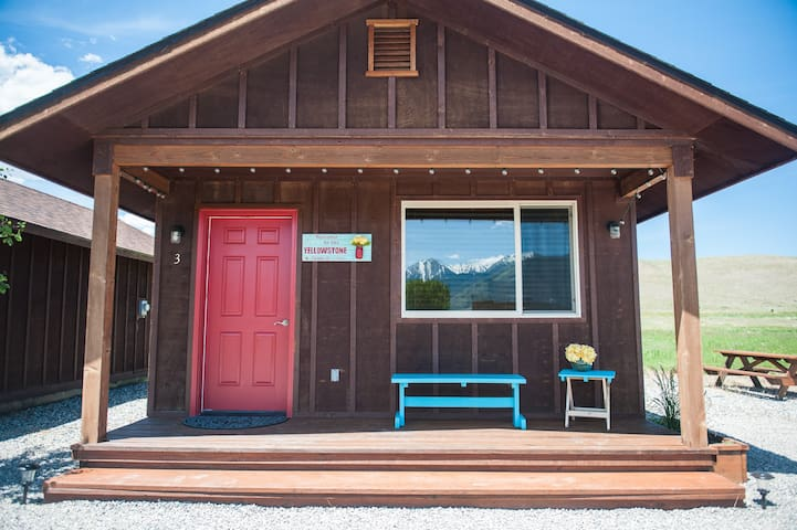 Boutique- Efficiency Cabins Near Yellowstone