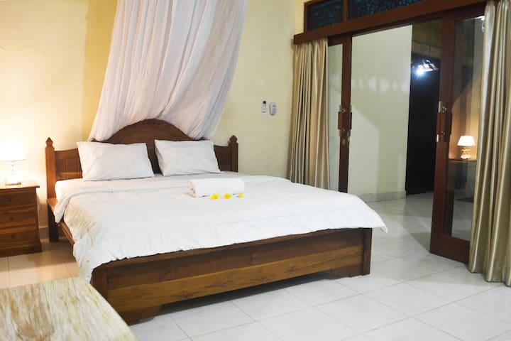 Cempaka Room (Kandriani Guest House)