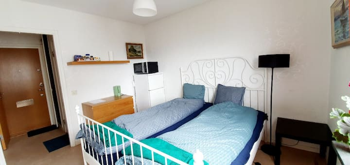 Private studio apartment 13 min to city