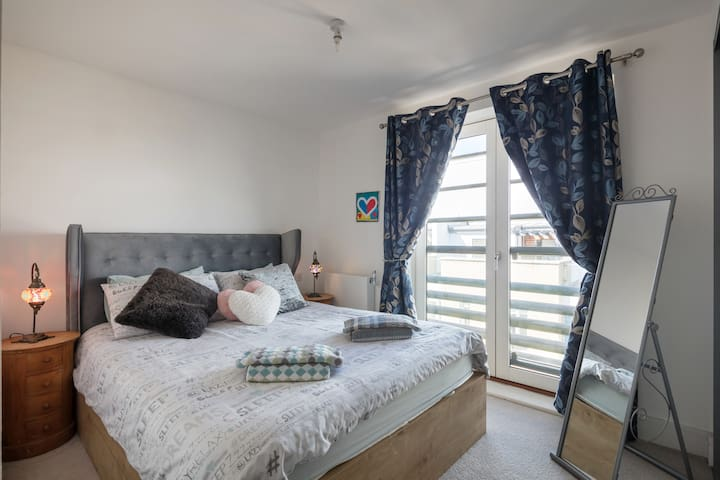 Modern, Own Bathroom, Fully Furnished Double Room