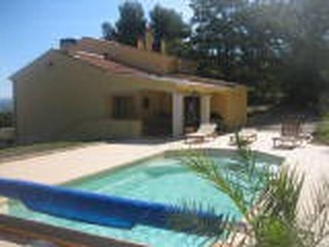 Rez de villa - piscine / jardin clos