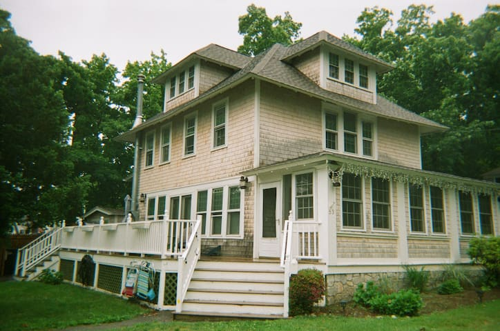 Tuckers Retreat CT - Milford - House