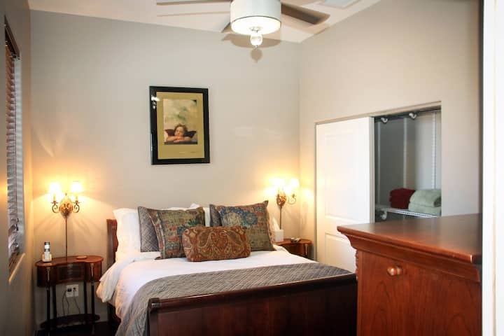 Casa Luna- 2 bed/2 bath Casita with views!