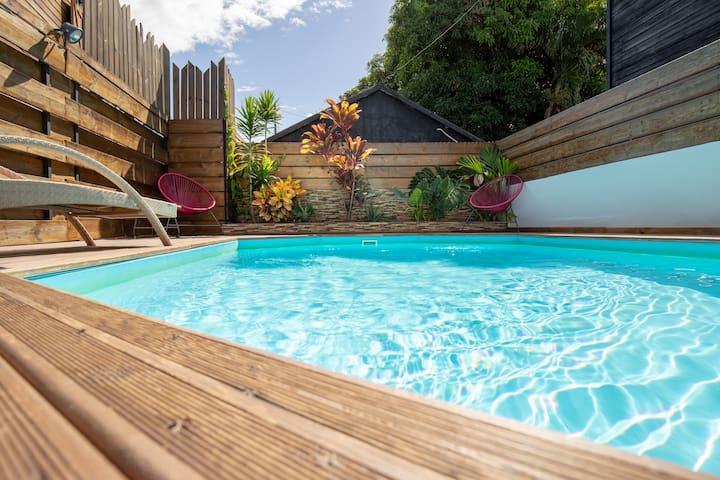 """Villa """"le BADAMIER """" piscine et mer"""