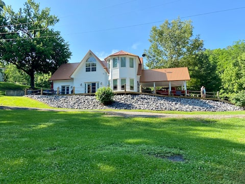 CREEKSIDE CAPE COD STYLE HOME CLOSE TO THE LAKE