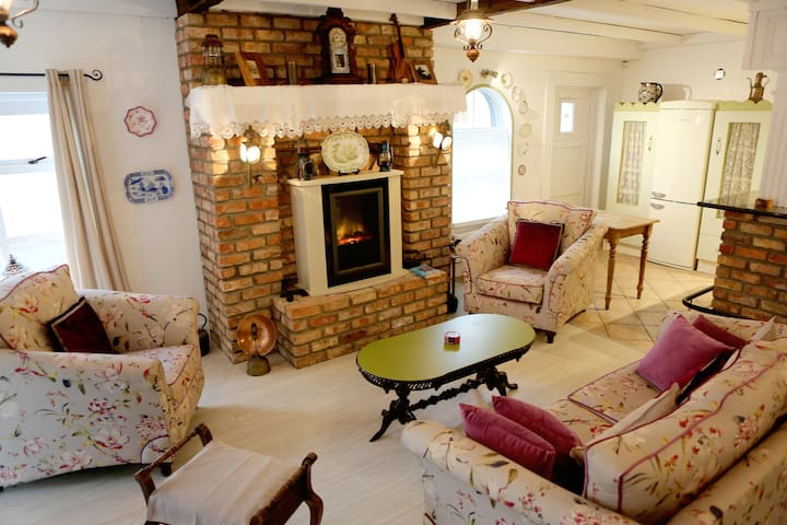 Annie's Corner House, Kilcar, Co. Donegal, F94YN7D