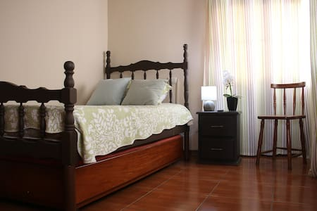 Private room ALAJUELA w/breakfast - Airport: 2mi