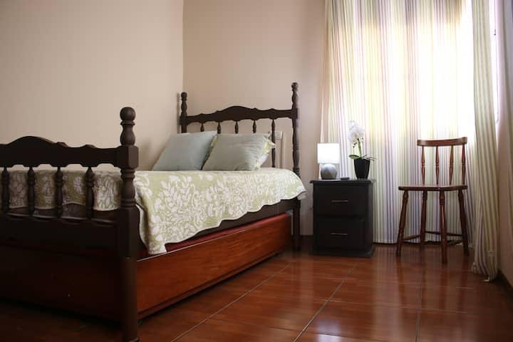 Private room ALAJUELA w/breakfast - Airport: 2mi