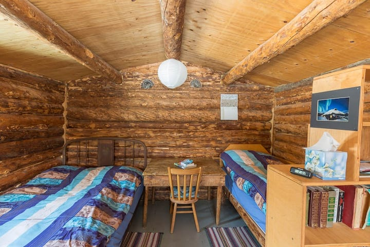 Arctic Getaway B&B -  Wolverine cabin
