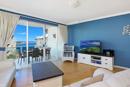 Beach-style water view penthouse - Caloundra