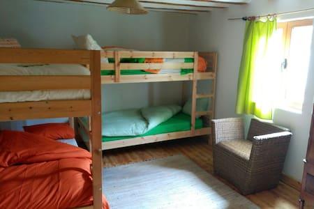Wooden big room for groups and families. - Arraya de Oca