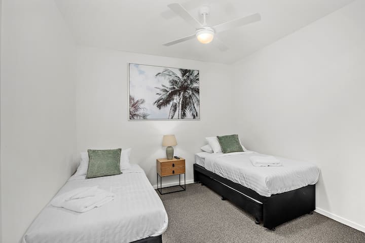 2 x Single Beds with optional Trundle Bed. Wall mount TV with Chromecast.