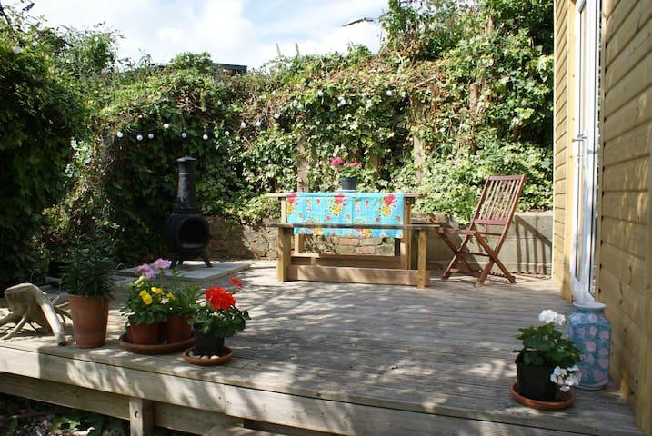 Comfy 2 bedroom house w big garden east Brighton - Brighton