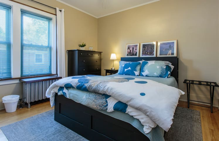 Private rooms & bath on Metra line near O'Hare - Bensenville - Huis