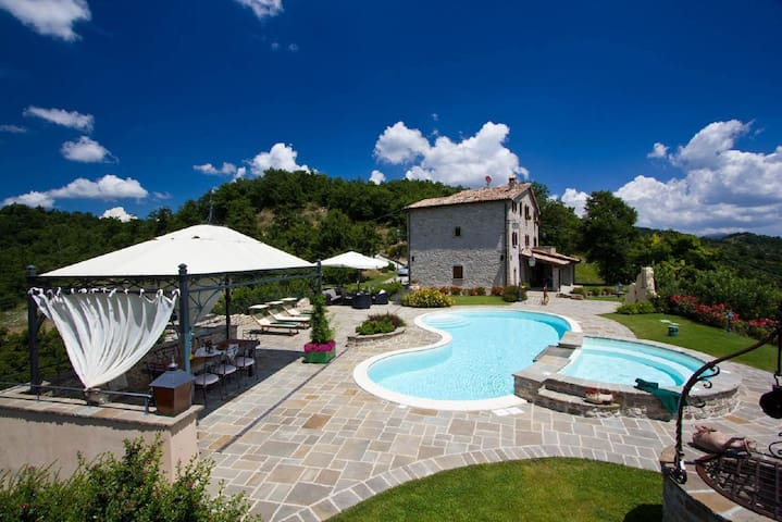 Charming and spacious holiday apartment in a beautiful stone house with pool