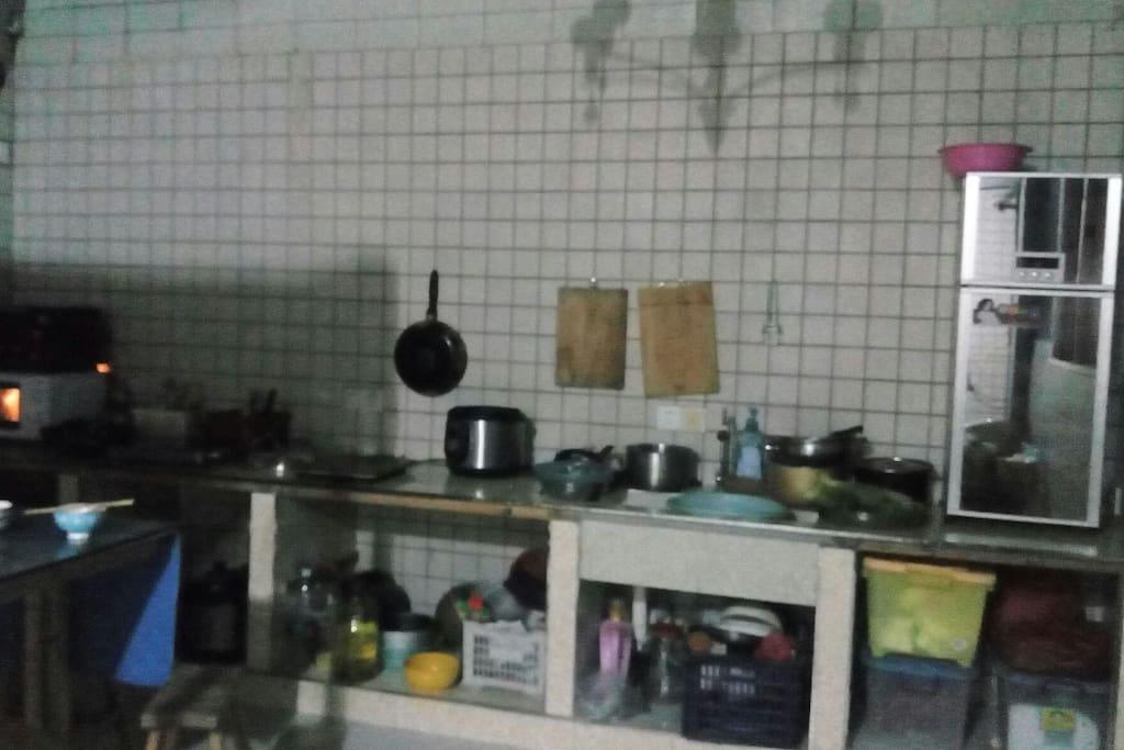 楼上公用厨房。