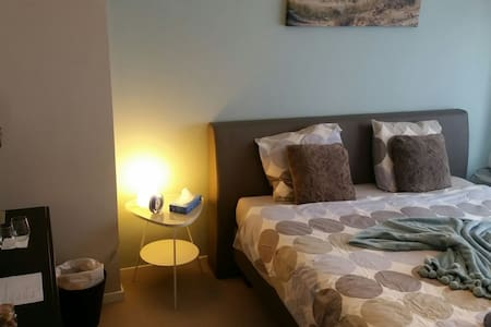 BLUE ROOM- Nice room (King size) with breakfast - Leuven - Dům