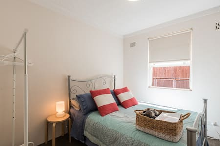 Cosy room minutes to Coogee Beach! - Randwick