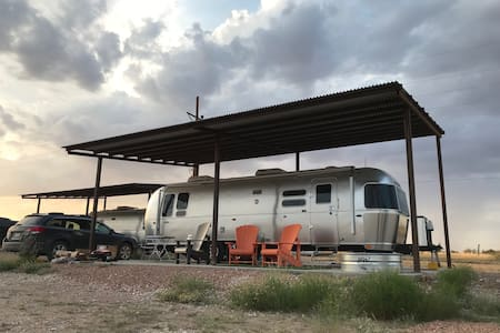 2018 Airstream Flying Cloud 30-ft, factory built
