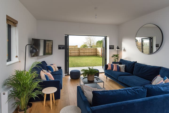 Lansdown House - Townhouse with Hot Tub for 20!