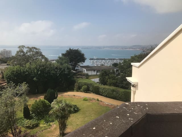 Torquay - The Butler's Flat: 2 bed flat with views