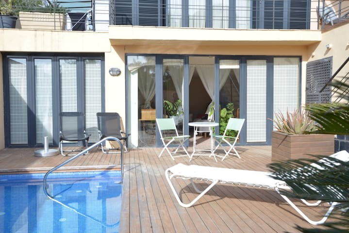 BIG SUITE PRIVATE ENTRANCE WITH POOL