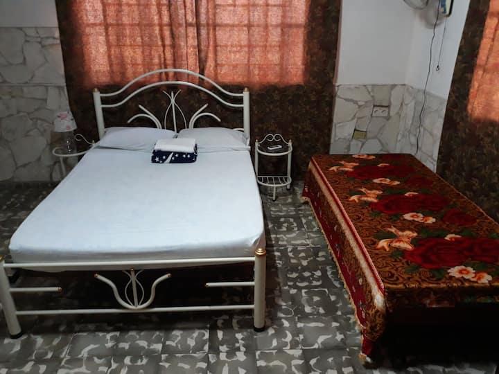 Habitación confortable climatizada y espaciosa