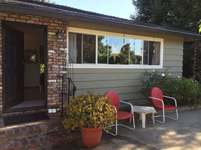 Executive Guest House - 1 BD/BA , - Campbell