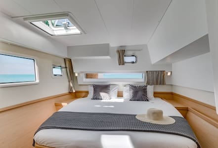 Stay on board of our catamaran (owners cabin)