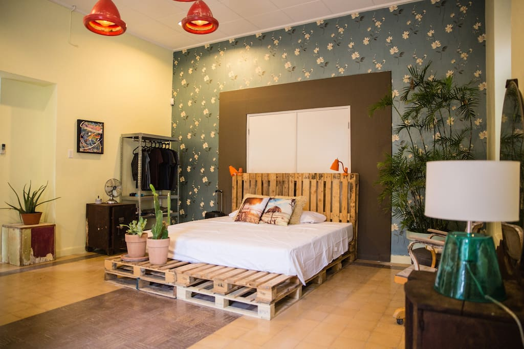 The electric eclectic room (combination of different styles).