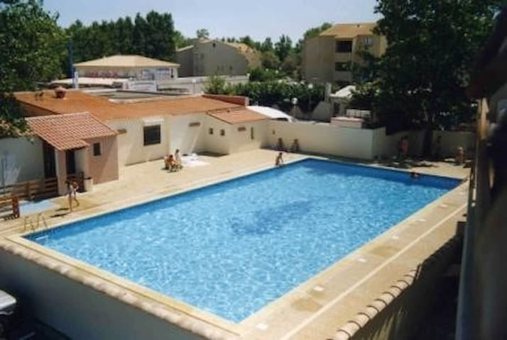 Nice 2 rooms in a residence with pool