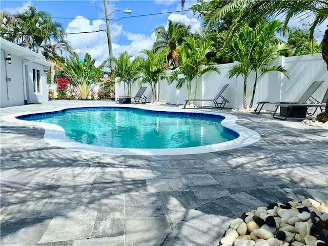 NEW! Bayview Apt with Pool next to Wilton Manors