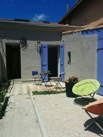 Agréable Studio + jardin de 30 m² à 200m de la mer - Marseille - Lakás