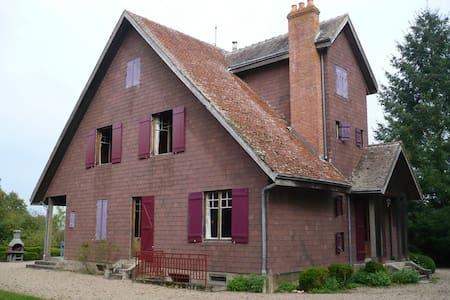 Chalet au calme, piscine, tennis - Saint-Léopardin-d'Augy - 独立屋