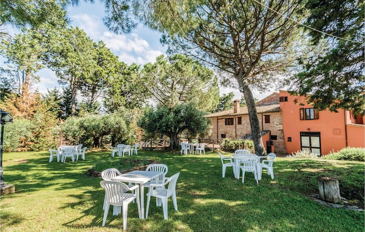 Nice home in Castiglione d.Lago PG with 2 Bedrooms