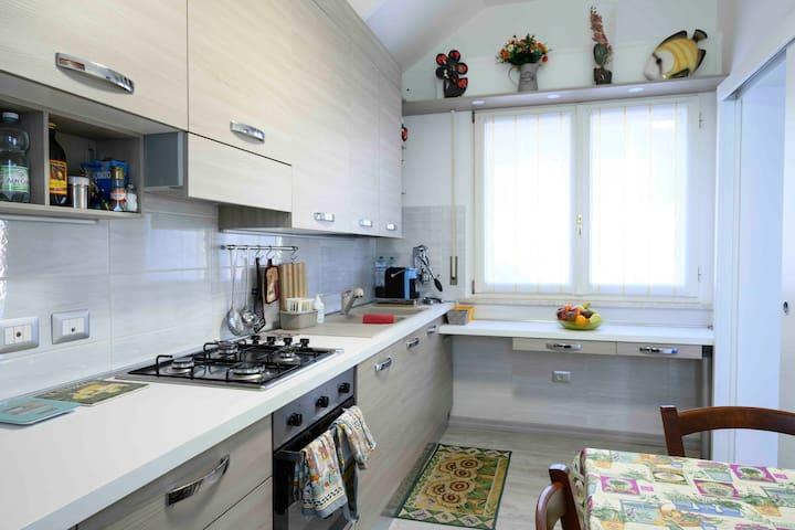 intero appartamento e colazione a Parma ( Dario )