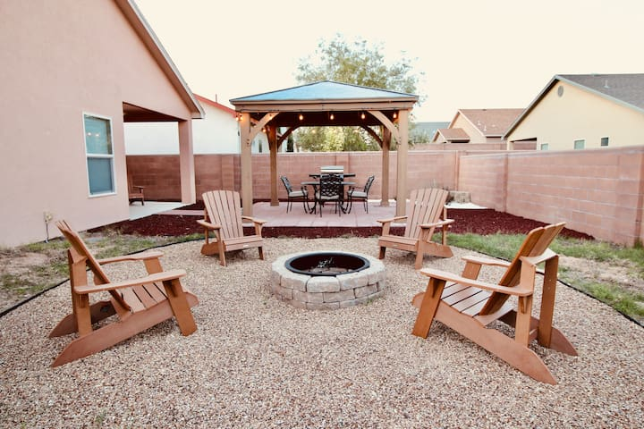 Kick Back & Relax! This Place ROCKS! - Sleeps 10